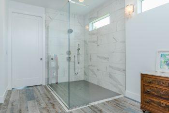 Owner's suite flush entry shower